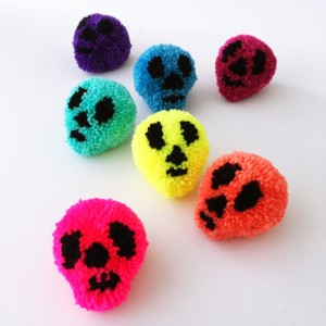 make: halloween skull pompom